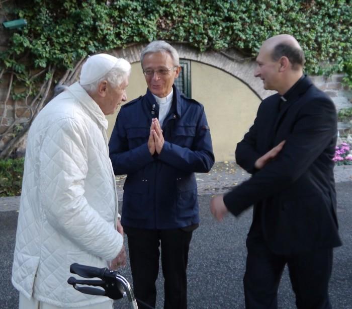 Monsignor Francesco Cavina e Don Massimo Dotti con Papa Benedetto XVI