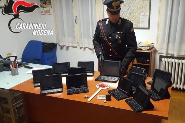 Medolla, i Carabinieri recuperano tablet provenienti da un furto: denunciati due 22enni del luogo